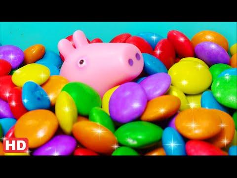 Pig George da Família Peppa Pig - Esconde na Piscina de Bolinha para ficar Brincando! Em Portugues.