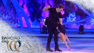 Aljona Savchenko & Bruno Massot von Holiday on Ice performen emotionale Kür | Dancing on Ice | SAT.1