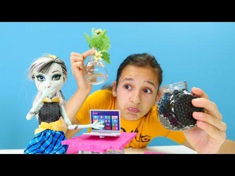 Monster High Frankie çok bilgisayar oynuyor! Eğitici video.