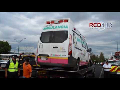 """VIDEO Se registra carambola en la salida de Morelia a """"Mil Cumbres"""", hay una ambulancia dañada"""