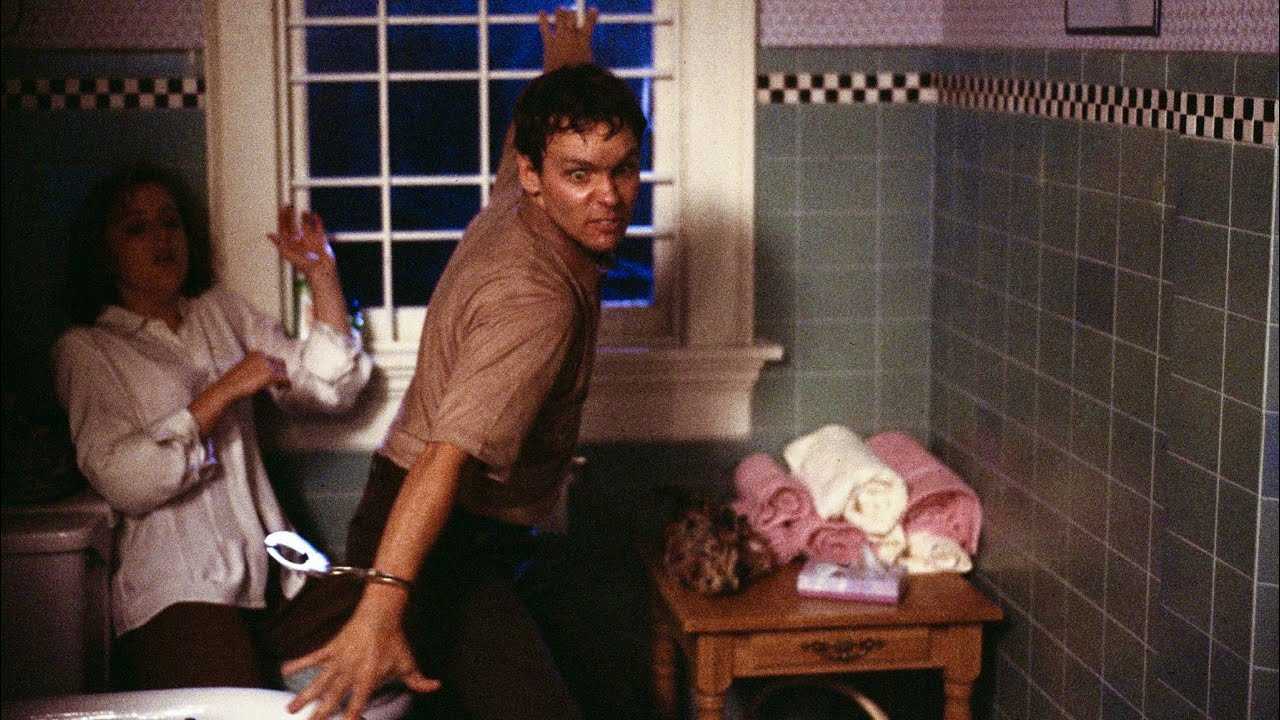 Download Tooms attacks Scully   Season 1 Episode 3 - Tooms   The X-Files Scene