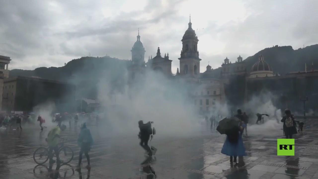 الشرطة تستخدم الغاز المسيل للدموع لتفريق المحتجين في العاصمة الكولومبية  - نشر قبل 2 ساعة