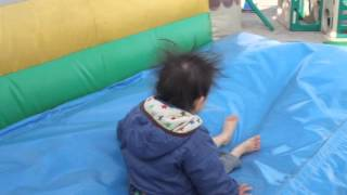 2歳児 すべり台で静電気発生 2 year baby got static electricity at a slide