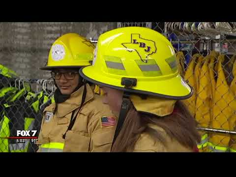Austin Fire Department donates gear to students in fire training program | 9/2017