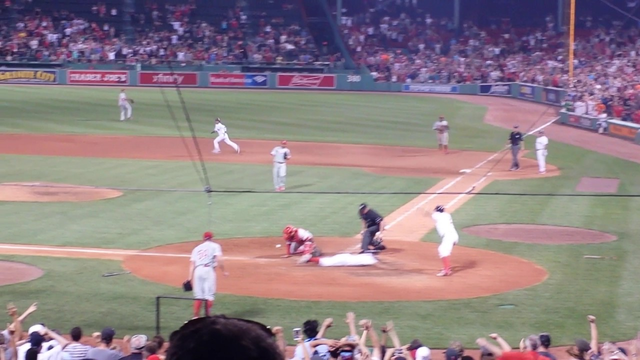 Boston Red Sox Dustin Pedroia walk off winner in bottom of 11th to beat Phillies