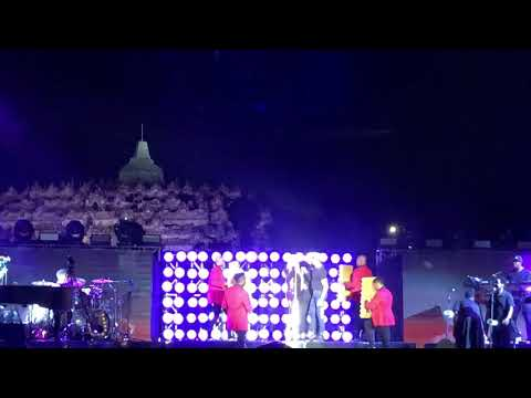 Mariah Carey Borobudur - Shake It Off Mp3