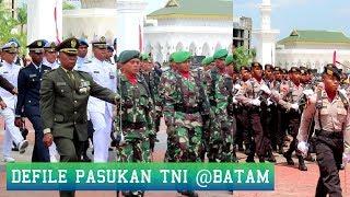 DEFILE PASUKAN TNI Event HUT TNI Ke 74 Batam Indonesia 2019 Diiringi Drumband Putra Tidar Perkasa