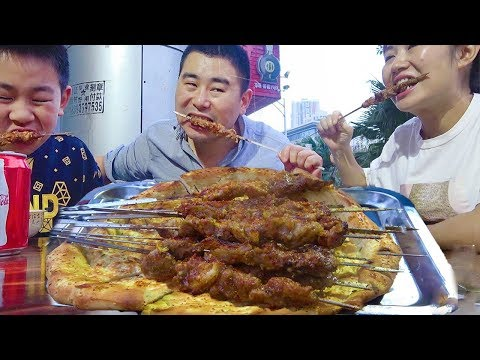 lazy-on-the-line,-barbecue,-hand-picked-rice,-mutton-soup!-xinjiang-lamb-skewers-~-~-walk-~-~!