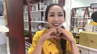 ốc Thanh Vân giới thiệu một số sản phẩm làm đẹp đang bán tại cửa hàng