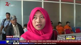 Keluarga Penumpang KM Santika Nusantara Datangi Posko Basarnas di Tanjung Perak