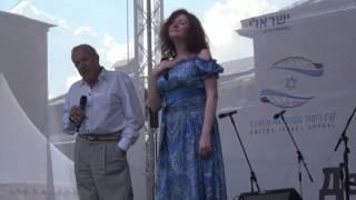 Поют Маша Кац и Андрей Макаревич