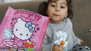 Ayşe Ebrar Lolipop  Şekerini Hello Kittyli Patlayan Şekerine Batırıp Yedi Ağzında Şekerler Patladı