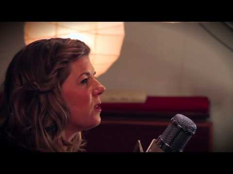 "Dar Williams - ""I Am The One Who Will Remember Everything"" (Live In-Studio)"