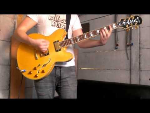 Kings of Leon - Molly's Chambers - Lead and Guitar solo.
