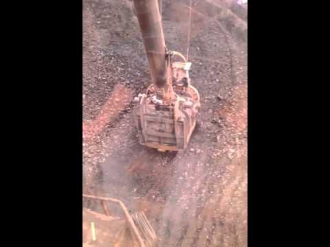 Погрузка угля в ж д вагоны экскаватором ЭКГ 5