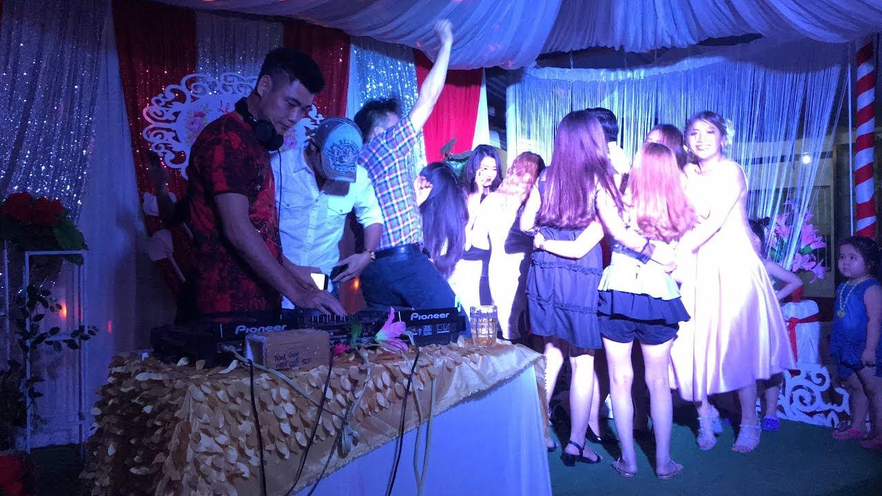 Đám cưới ở quê giờ có cả nhạc DJ gái xinh quẩy tưng bừng