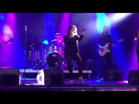 Belinda Carlisle - I Get Weak (Live 2016)