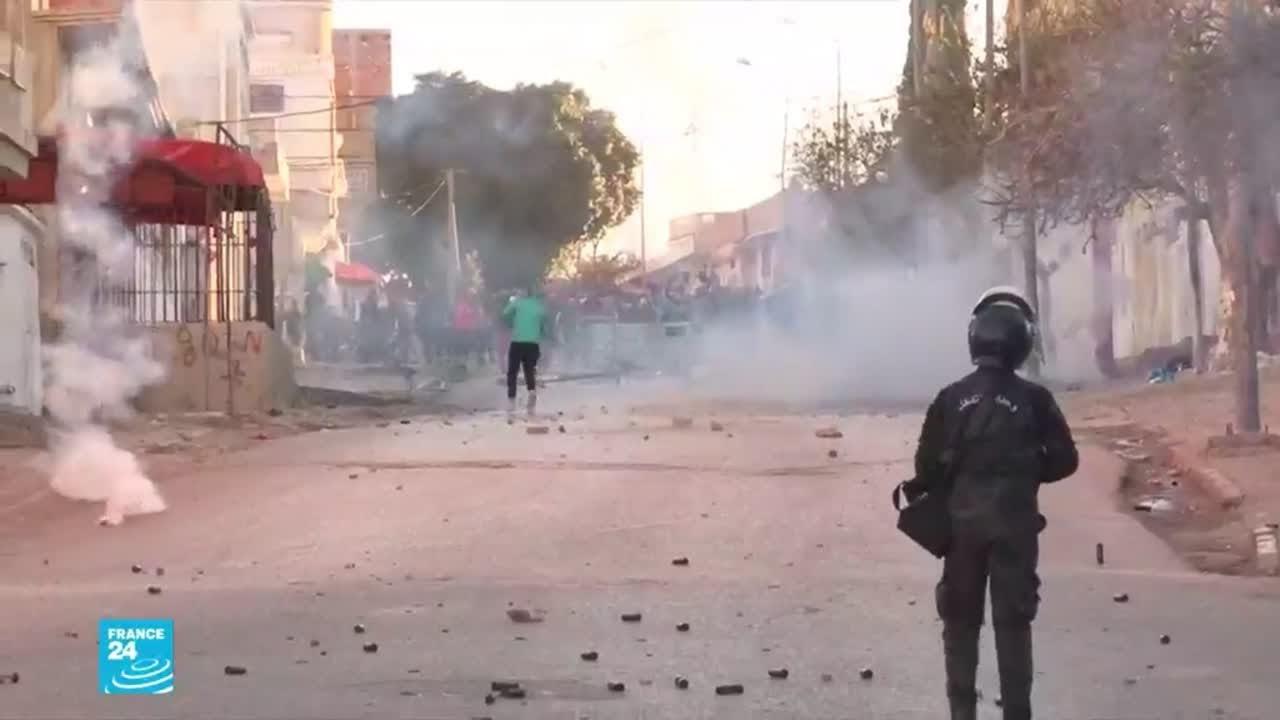 لليوم الثالث على التوالي مواجهات في عدة مدن تونسية بين متظاهرين وقوات الأمن  - 17:01-2021 / 1 / 18