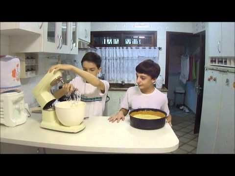 Gustavo and Henrique making a lemon pie