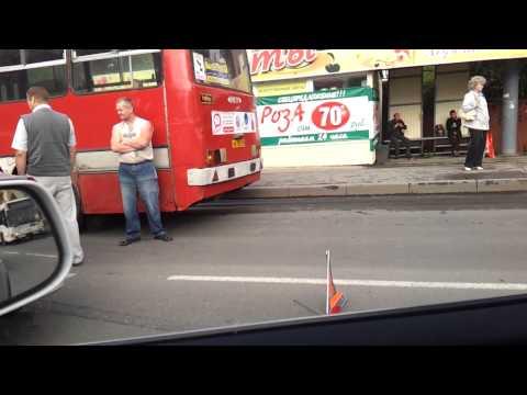 Два автомобиля и автобус столкнулись в Вологде