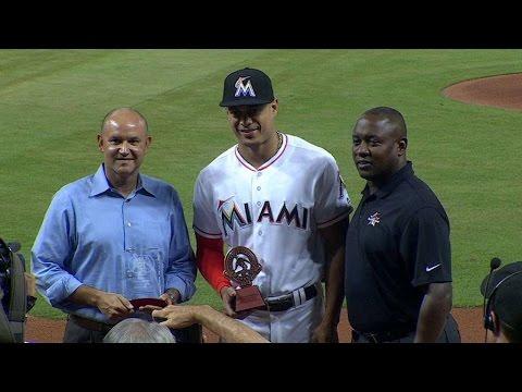PHI@MIA: Marlins discuss Roberto Clemente Award