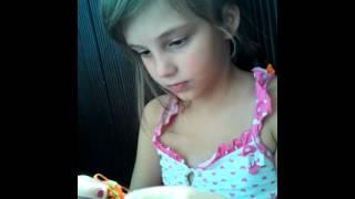 Как плести фенечки из ленточек(В этом видео я расскажу как легко и быстро научиться плести фенечки из ленточек), 2014-07-11T15:45:37.000Z)