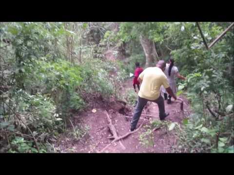 Trilha até a parte de baixo das Quedas de Kalandula Angola   África