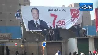 أنصارمرسي يمزقون أعلانات لقناة ام بي سي