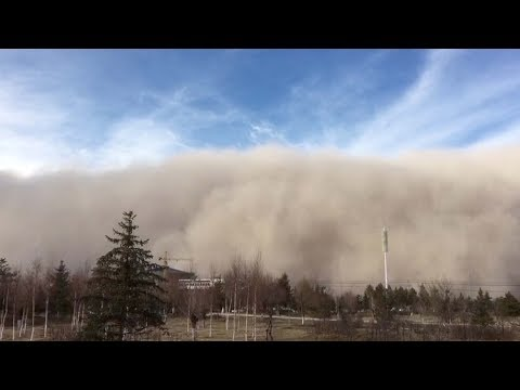 Shocking footage of sandstorm hitting northwest China's Gansu Province