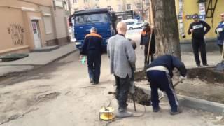 Владимир Бубнов при установке забора на Плехановской 44