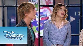 "Violetta y Felipe cantan ""Nuestro camino""   Momento Musical   Violetta"