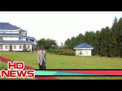 Picture of bizarre Robert Mugabe walking on red carpet at his home causes stir