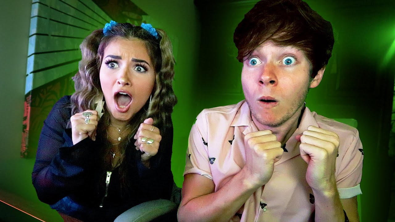 Playing SCARY Games w/ my Girlfriend