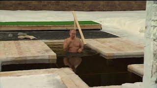 Epifania ortodossa, il bagno purificatore di Putin nelle acque gelide di Mosca