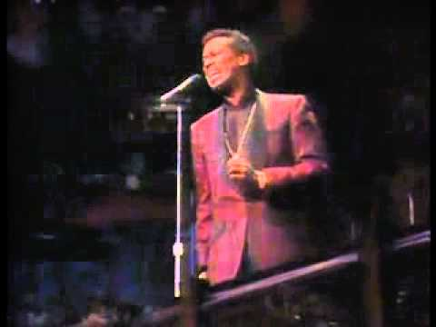 Luther Vandross Sings In Church - Change Is Gonna Come.flv