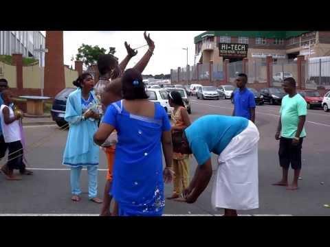 奇祭タイプーサム(カヴァディ)@南ア Thaipusam (Kaavadi) @South Africa, Durban (1月18日'14)