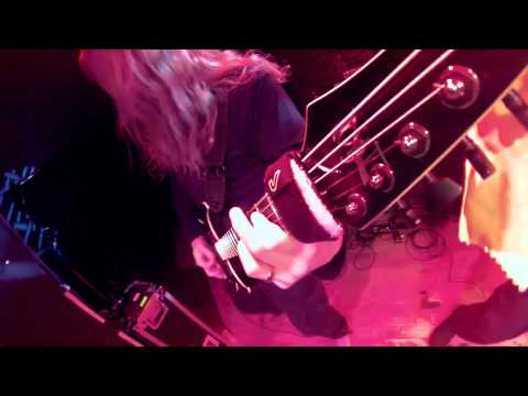 Six Feet Under - Silent Violence live (Ola headstock cam)