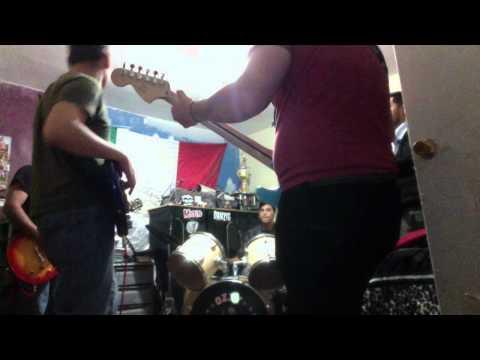 Nosotros los pobres Band- rock and roll music