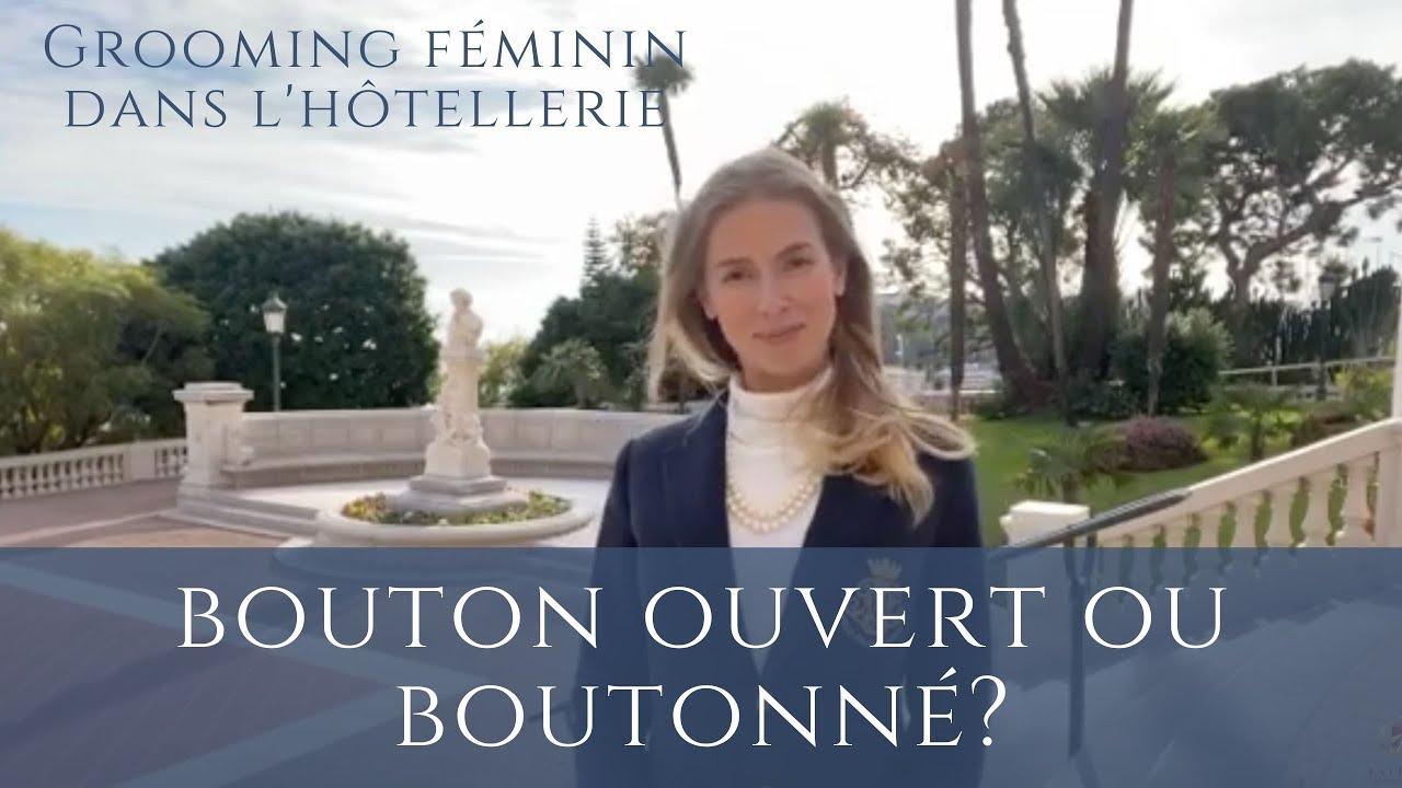 Grooming dans l'hôtellerie: boutonnage femme