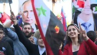 Сотни жителей Сирии вышли на митинг в поддержку операции российских ВКС