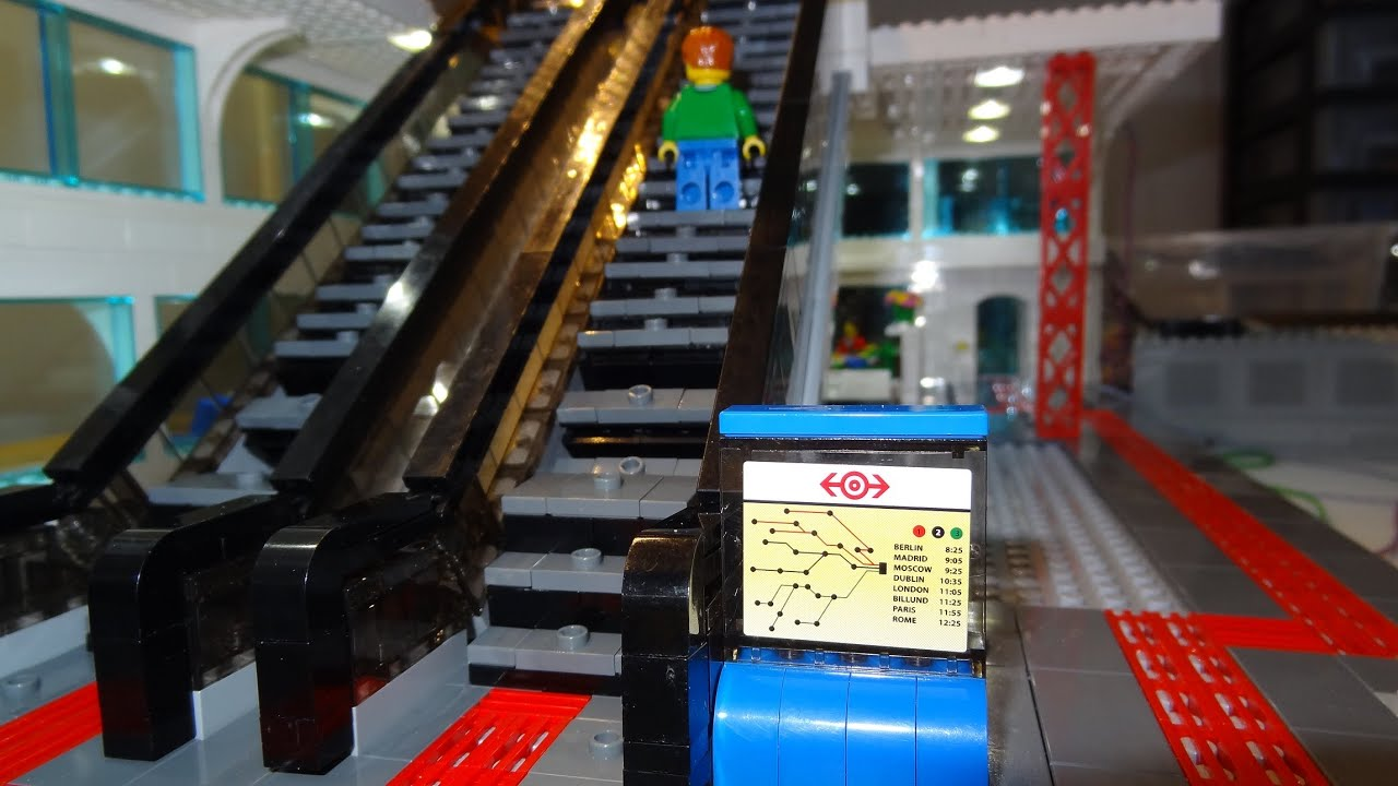 √ Lego train crash with 15 trains results in huge pile of
