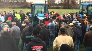 New Holland Tractors Sold for Record Prices on Ohio Farm Auction