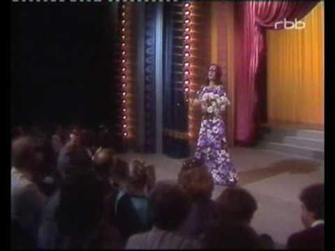 Mary & Gordy  Gordy als Nana Mouskouri Weiße Rosen aus Athen