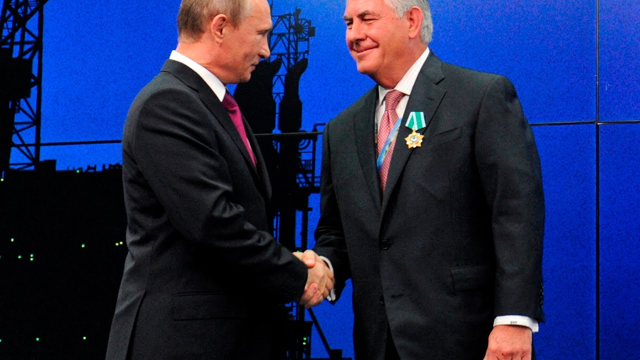 here-s-vladimir-putin-honoring-rex-tillerson-with-a-russian-friendship-award
