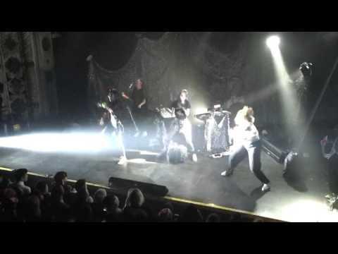Grimes - Circumambient / Genesis - live in Chicago 2015