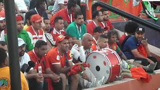 les supporters marocaines encouragent  l equipe au al salam stadium d egypte Par Vincent Kamto.avi