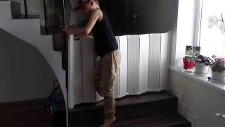 видео Замки от детей на мебель и двери: выбираем и устанавливаем