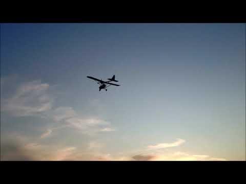 Полёт самолёта вид с земли