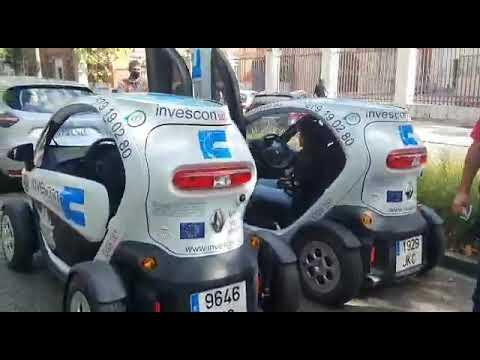 Caravana de vehículos eléctricos por el centro de Valladolid