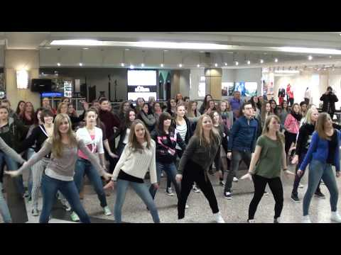 "dance it! - Flashmob Heiratsantrag zu ""Marry you"""